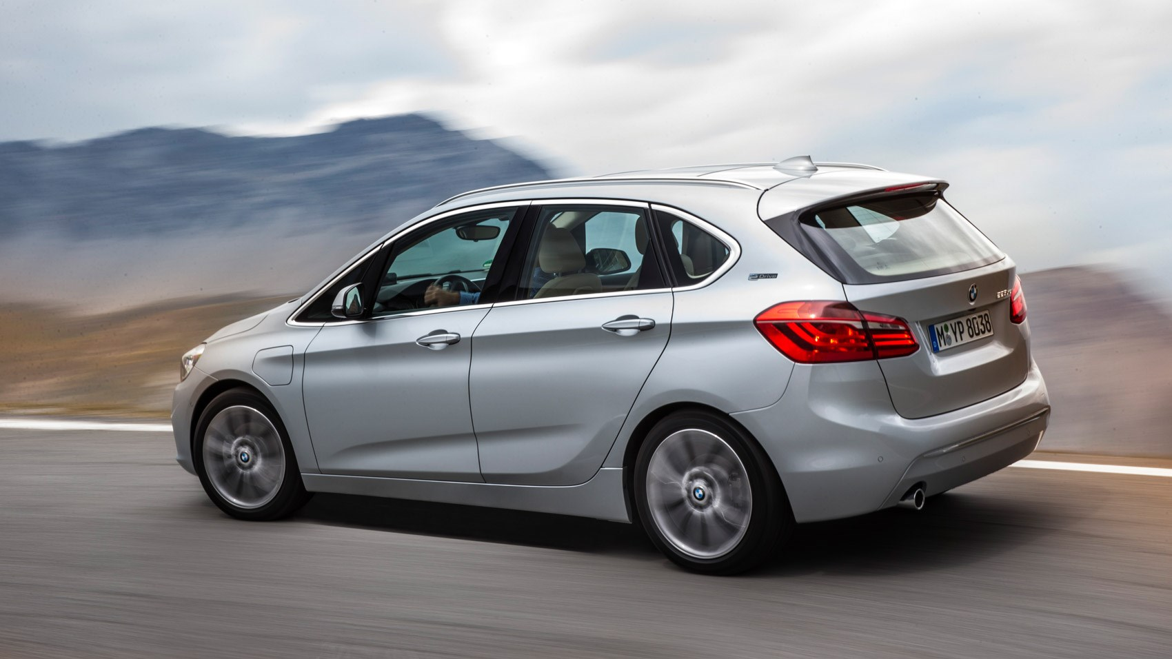 bmw-225xe-active-tourer_2